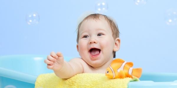 Tips Agar Bayi tidak Mudah Sakit Saat Musim Hujan