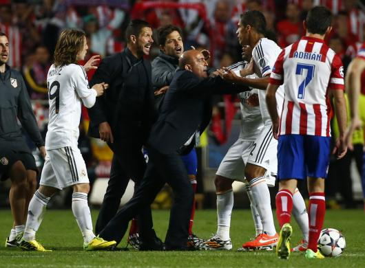 Atletico Madrid's coach Simeone argues with Real Madrid's Varane during their Champions League final soccer match at Luz stadium in Lisbon