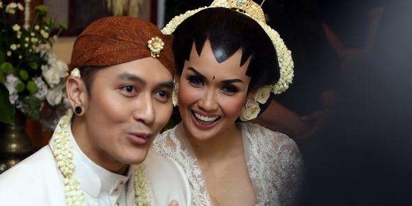 Foto Pernikahan Demian dan Sara Wijayanto