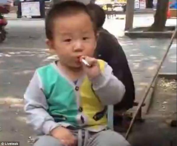 bayi china merokok