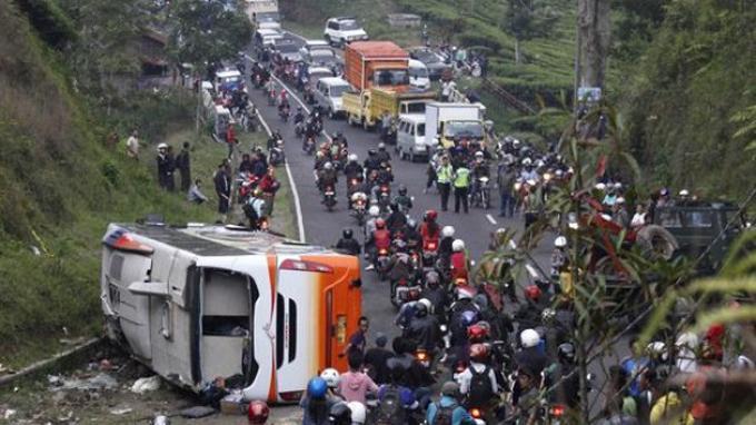 Foto Kecelakaan maut tanjakan Emen Subang jawa barat