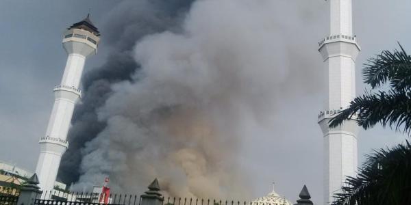 Foto King Bandung yang terbakar
