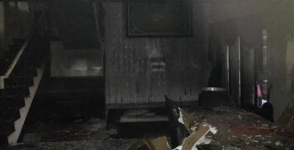 Foto Rumah Uje Terbakar