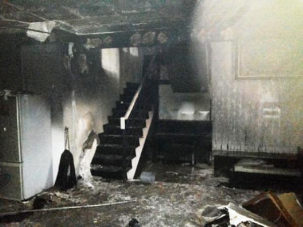 Foto rumah ustad jeffry  terbakar