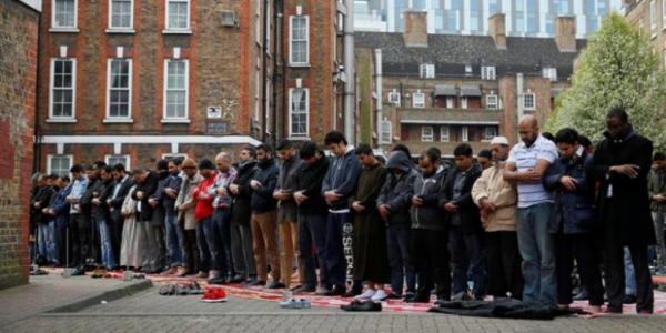 Muslim di inggris harus berpuasa selama 19 jam selama ramadhan ini