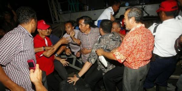 Video Panggung Roboh, Jokowi Jatuh Saat Kampanye
