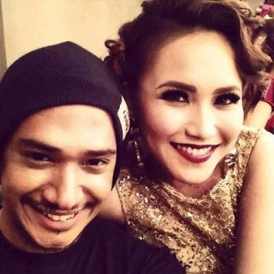 Foto Mesra Ayu Ting Ting dan Husain Idol