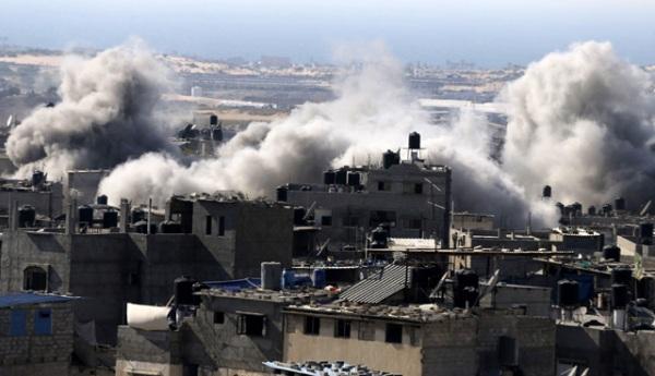 Serangan bertubi-tubi yang dilancarkan Israel ini merupakan serangan di hari ketiga. Operasi militer ini tercatat sebagai kampanye militer terbesar terhadap Gaza sejak 2012 lalu. REUTERS/Ibraheem Abu Mustafa.
