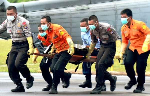 Foto Jenazah Korban pesawat AirAsia QZ8501