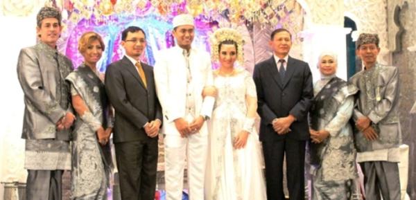 foto pernikahan tontowi ahmad