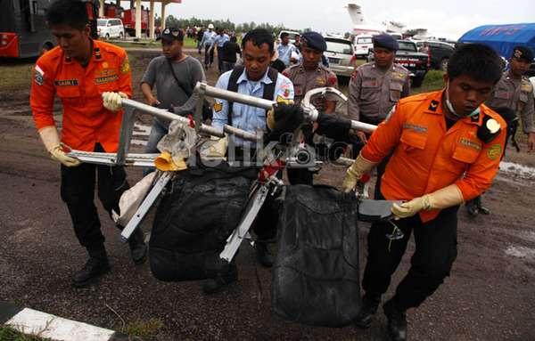 Foto Puing Puing Pesawat AirAsia